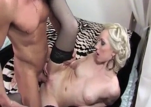 Hot daughter gives her pussy up