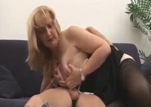 Best blowjob from a sexy mature mom