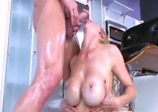 Tempting oiled mommy sucks in kitchen