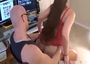 Curvy daughter bangs her dad