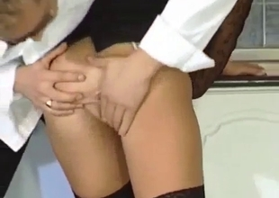 Mom bent and shown her sexy ass